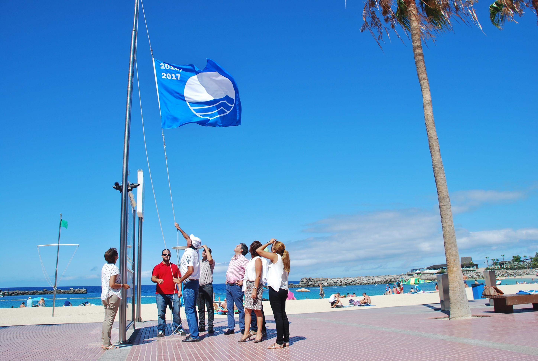 Izado de la bandera azul en Amadores2