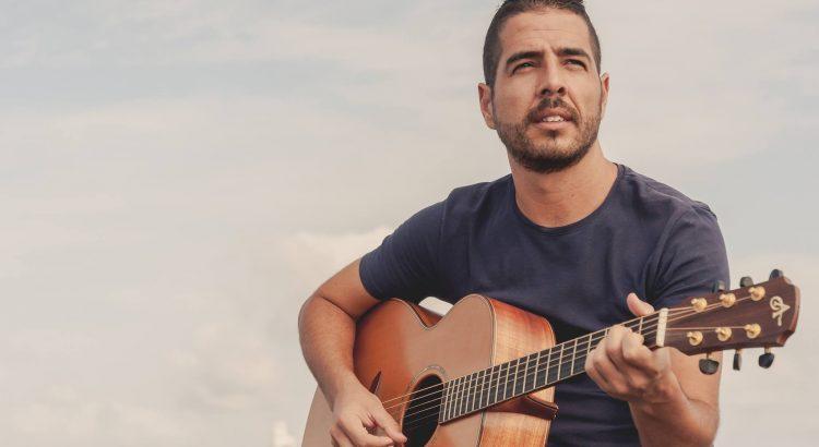 El cantautor Sergio Alzola abre los 'Patios En(Cantados) de septiembre