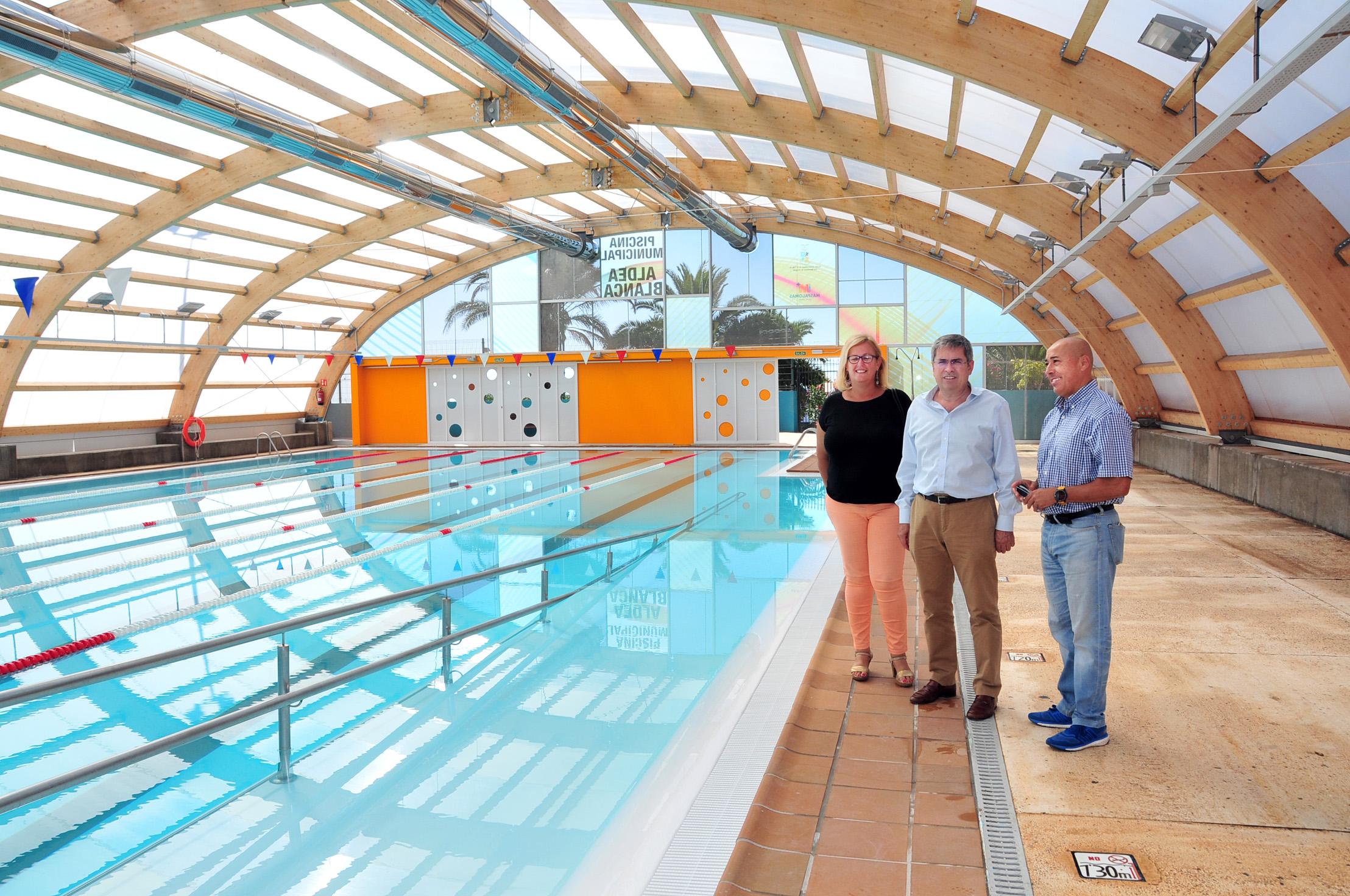 La piscina de aldea blanca est abierta al p blico tras for Piscina municipal fuenlabrada 2017